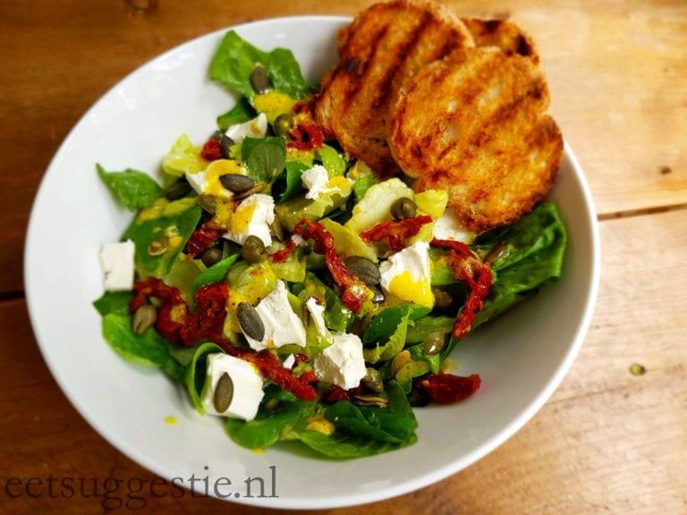 Salade met feta en zongedroogde tomaat – in 6 minuten klaar