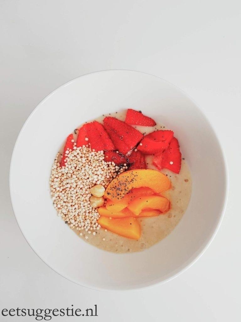 Ontbijt bowl met gember-bananen mousse