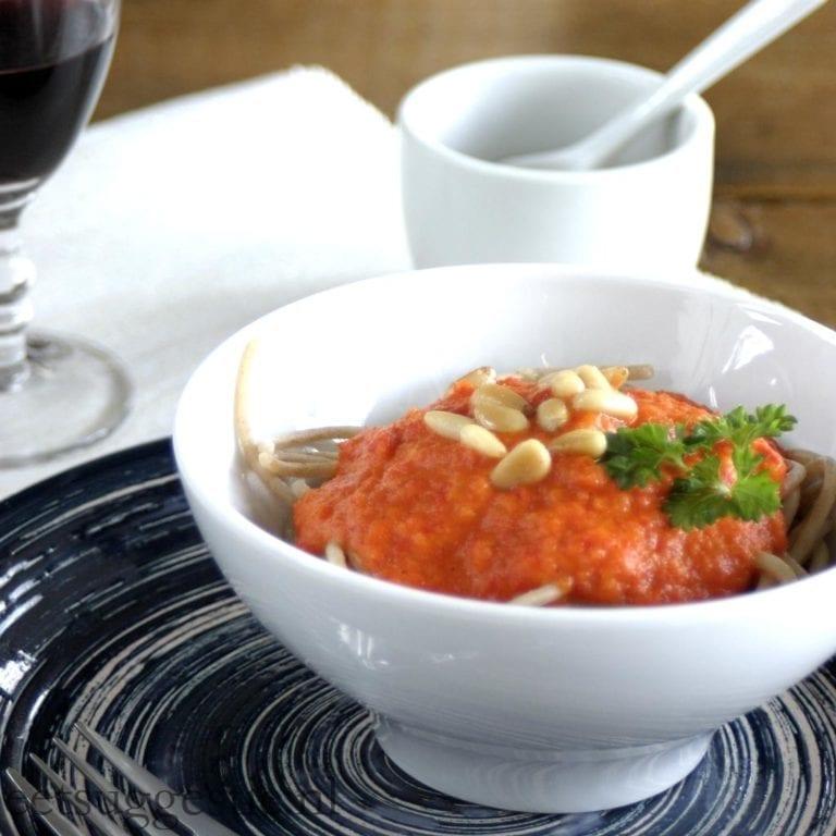 Chantal's vegetarische spaghetti met paprikasaus